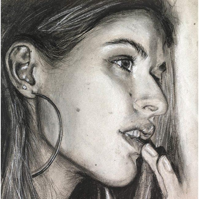 portraettegning_sara_gaveide_unik_portraettegninger_portraettegner